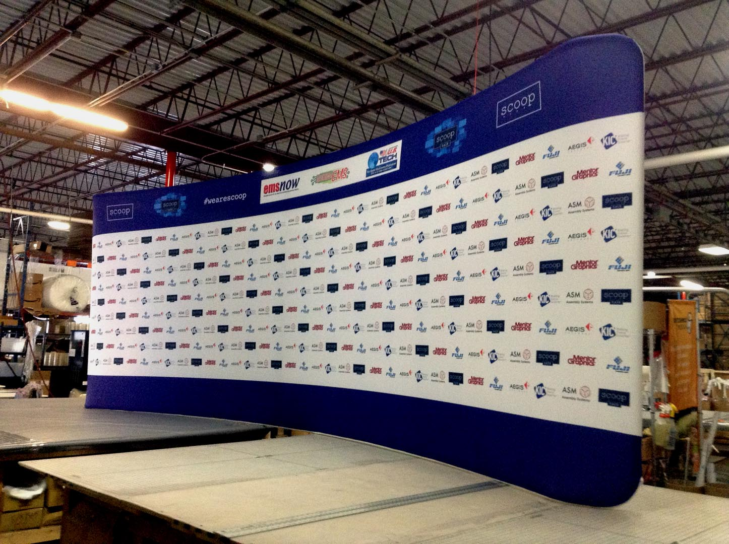 20ft Curve Tension Fabric Display Picture 4